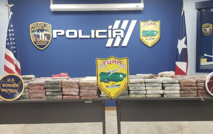 Incautan 12 fardos de cocaína en costa de Mayagüez