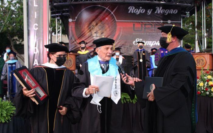 UPR en Ponce gradúa 486 alumnos