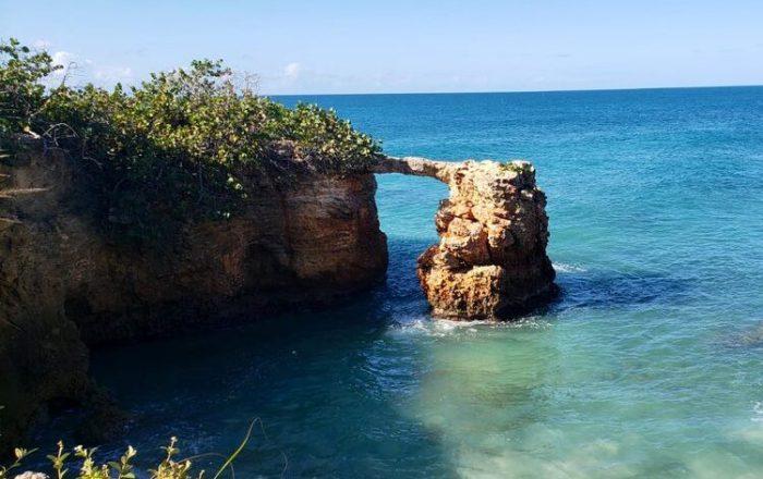 Recursos Naturales alerta del peligro de cruzar el Puente de Piedra en Cabo Rojo