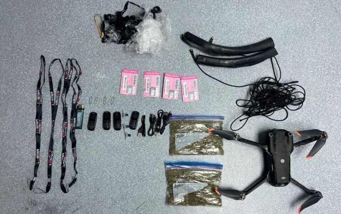 Ocupan 'drone' que cargaba droga y celulares a la cárcel