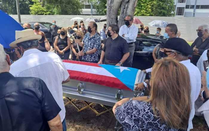 Dan último adiós a periodista José Elías Torres