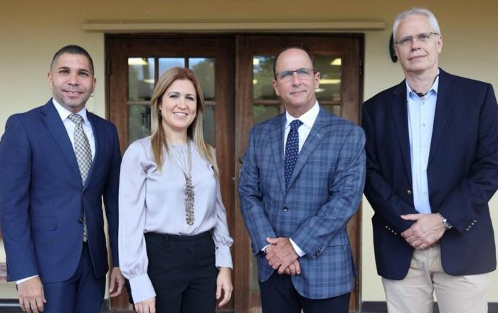Centro Médico Episcopal San Lucas gestiona adquisición del sofisticado equipo de cirugía robótica da Vinci Xi