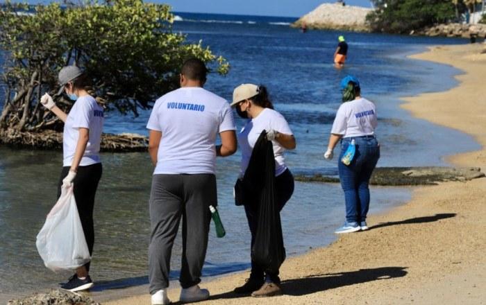 Exitosa limpieza de las áreas costeras de Ponce