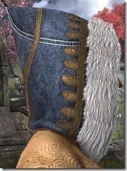 Colovian-Filigreed-Hood-male-right