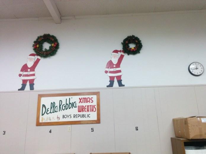 wreath-shop-santas