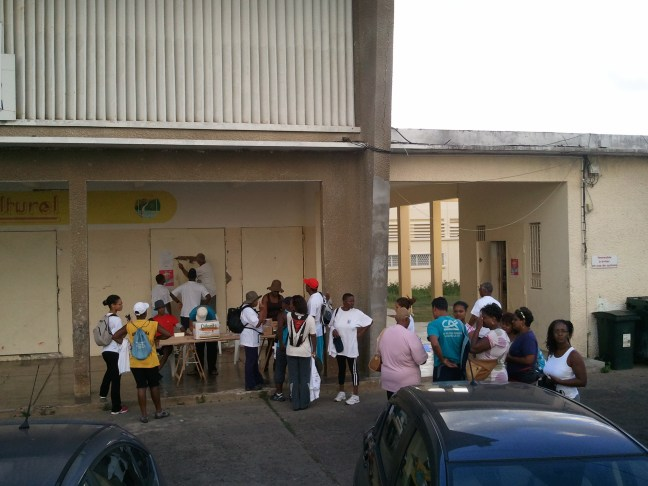 Groupe de marcheurs devant l'OMSC