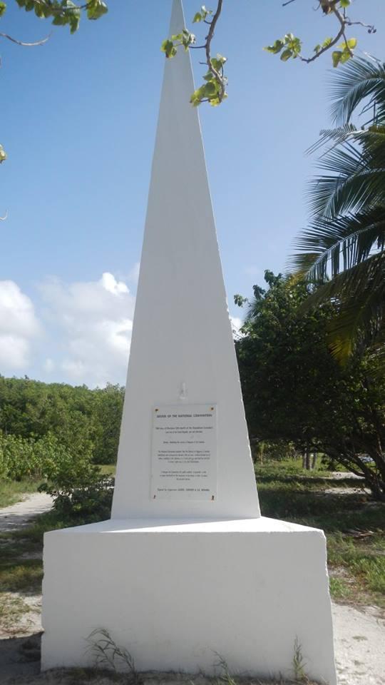Stèle sur le littoral de Saint-Félix