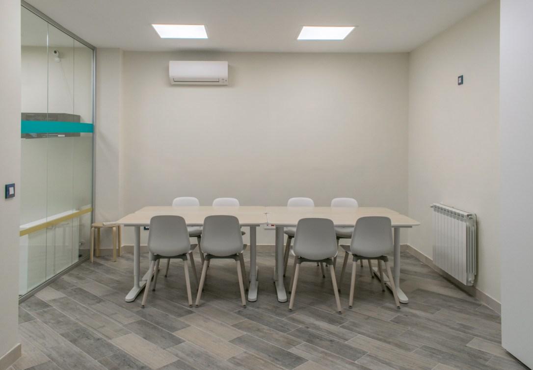 Sala de reuniones con capacidad de 8 personas