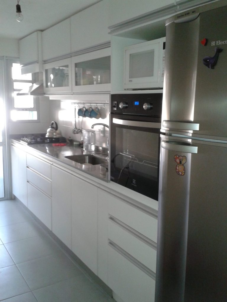 Equipamiento de Cocina Blanco con Mueble Campana