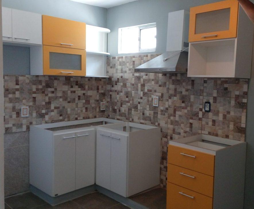 muebles cocina en L blanco y mango