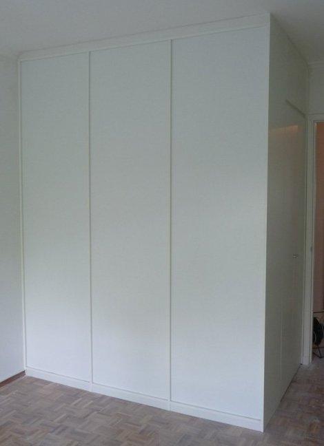 vestidor blanco con puertas