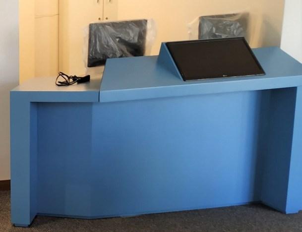 escritorio azul recortado