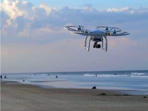 drones vigilando la playas