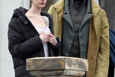 anne_hathaway_on_the_set_of_les_miserables_in_london_april_18_2012_ctoskjf-sized_