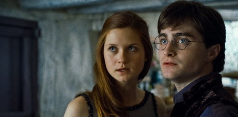 HP7-1-FP-0145(L-r) BONNIE WRIGHT as Ginny Weasley and DANIEL RADCLIFFE as Harry Potter in Warner Bros