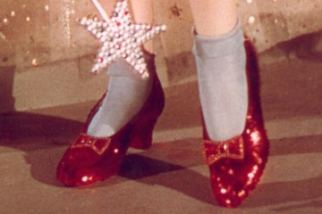 Judy-Garland's-Wizard-of-Oz-Ruby-Red-Slippers-1