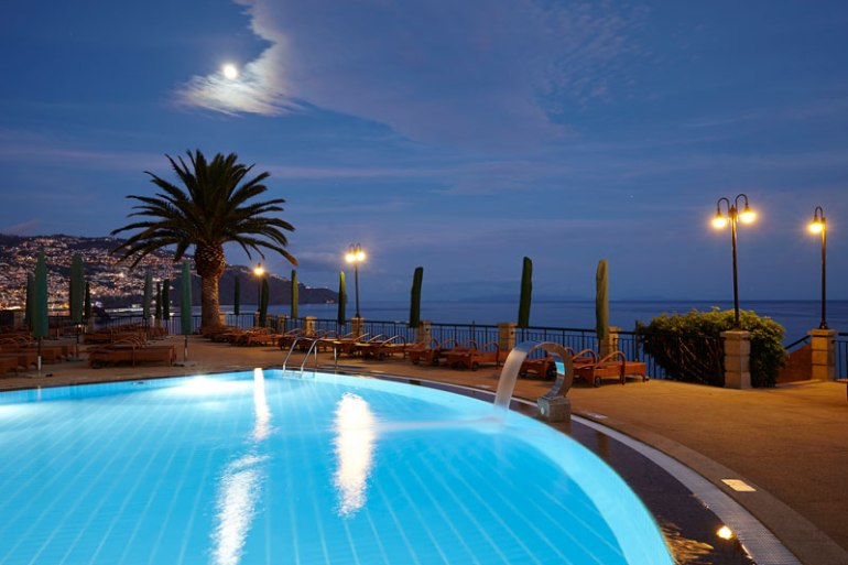The-Cliff-Bay_piscina