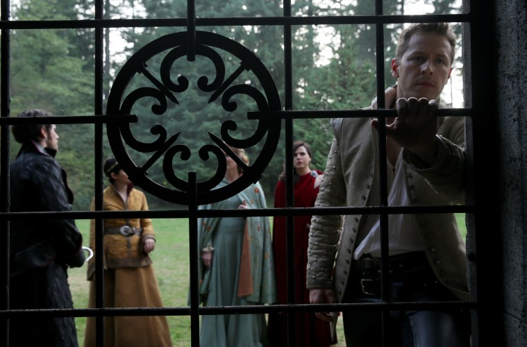 Once-Upon-a-Time-Episode-5-07-Nimue-once-upon-a-time-39001389-3000-2001