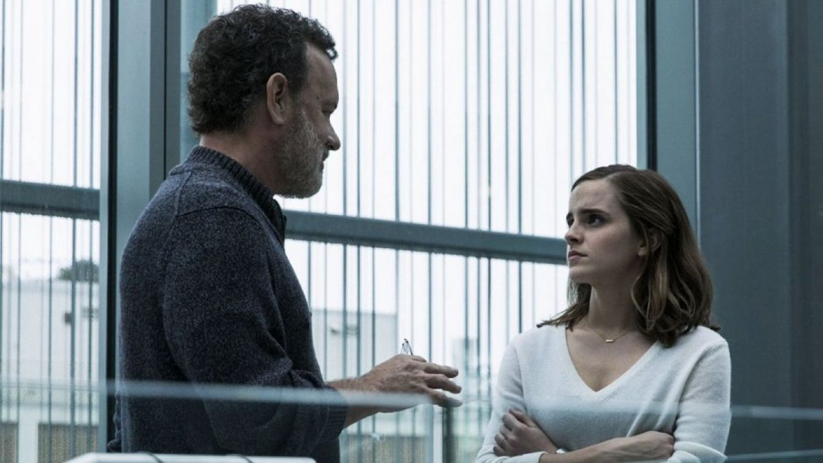 Emma Watson contracenou com Tom Hanks, enquanto Mae no filme The Circle.