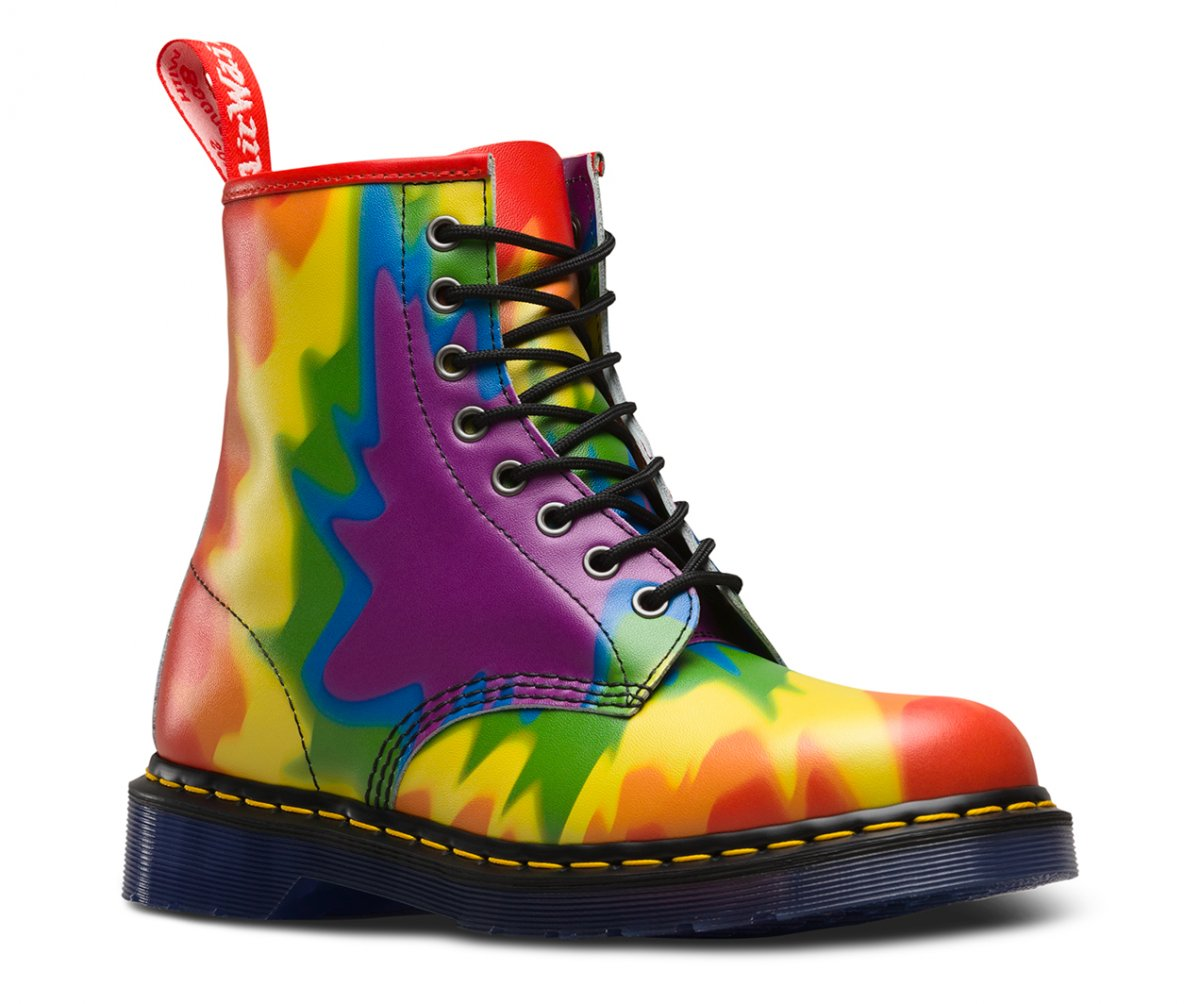 Bota 1460 Pascal em tie-dye para a Pride Collection.
