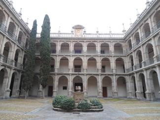Primer patio de la Universidad