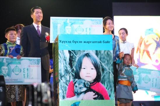 """Lanzamiento de la Campaña del """"Poder de los 10 Tugrik"""" durante la celebración del Festival del Origen del Pueblo Hun en el 2011."""