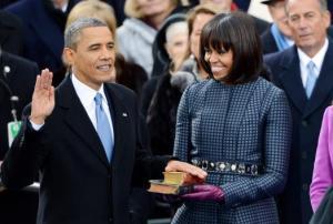 El Presidente Barack Obama realizó el juramento a su cargo usando dos biblias, una de Martin Luther King Jr. y otra del Décimo Sexto Presidente Abraham Lincoln.(Créditos a UPI)