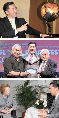 ① El Dr. Hyun Jin Moon sonríe durante la entrevista. ② Durante la Conferencia de Liderazgo para la Paz Global realizada en Corea el año pasado, Eni Faleomavaega, Congresista de E.E.U.U. (izquierda) y Mike Honda (Derecha) le regalan al Dr. Moon una placa de apreciación. ③ El Dr. Moon se encuentra con la Ex-Primera Ministra Británica Margaret Thatcher después de una Convención para la Paz Global en Reino Unido en el 2008.