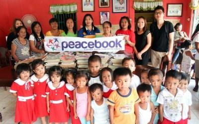La Campaña Peacebook dona libros para los niños de las Aldeas Alllights de Filipinas