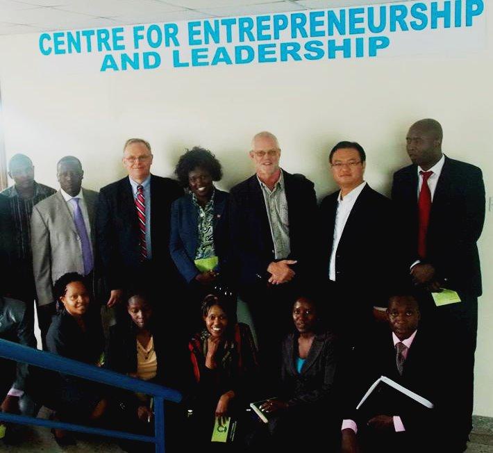 Leap Hubs Provee Mentores para Cultivar el Liderazgo y el Empresarismo