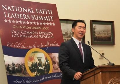 Dr. Hyun Jin Moon está hablando en la Cumbre Nacional de Líderes Confesionales en el Capitolio de EEUU
