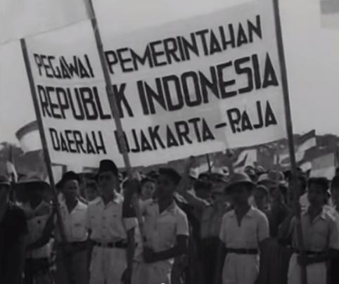 Indonesios celebrando la independencia de su país