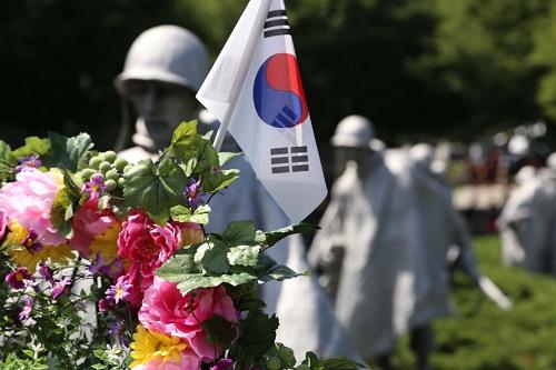 En este libro, El Sueño Coreano: Visión de una Corea Unida, el Dr. Hyun Jin Moon describe el término Coreano Han como un proceso de crecimiento espiritual.