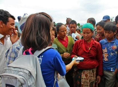 Voluntarios de Rise Nepal en acción