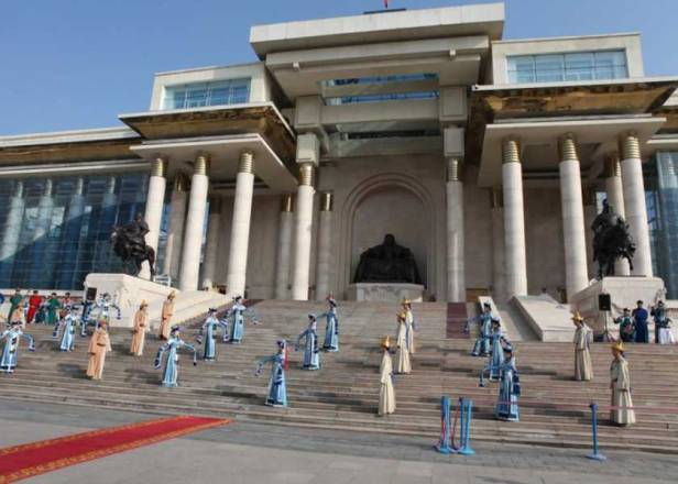 Festival Paz Global se presentó en la presentación de la Ceremonia de Imposición de la Corona en Ulaanbaatar, Mongolia en el 2011.