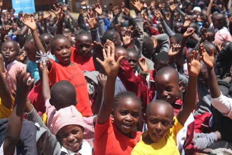 Ubuntu - Foto de niños Africanos unidos en felicidad