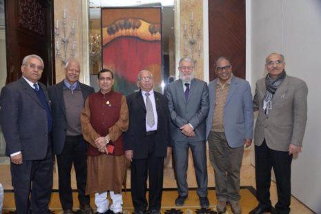 Presentadores del Debate de Mesa Redonda en una Infraestructura Ética Global en India, diciembre del 2015.