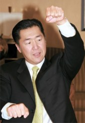 Dr. Hyun Jin Moon durante la entrevista con el diario Joong Ang