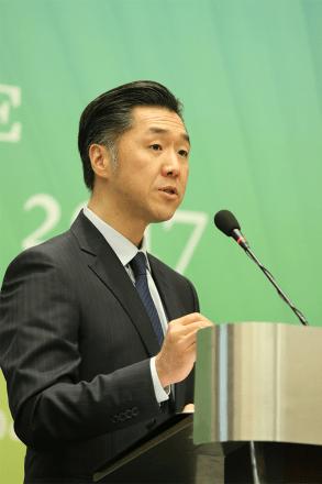 Dr. Hyun Jin Preston Moon disertando en el Foro Económico de la Convención Paz Global 2017