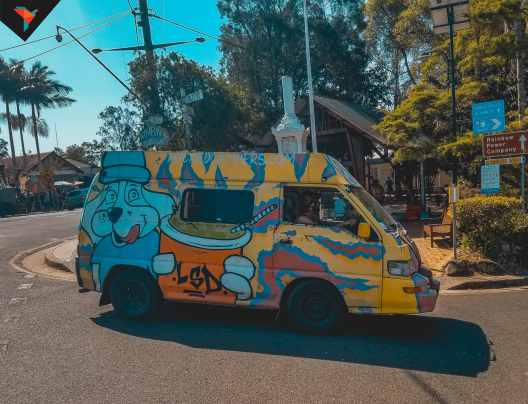 Calles llenas de vans con grafitis