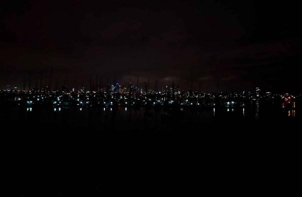Vista desde el Pier de St Kilda por la noche