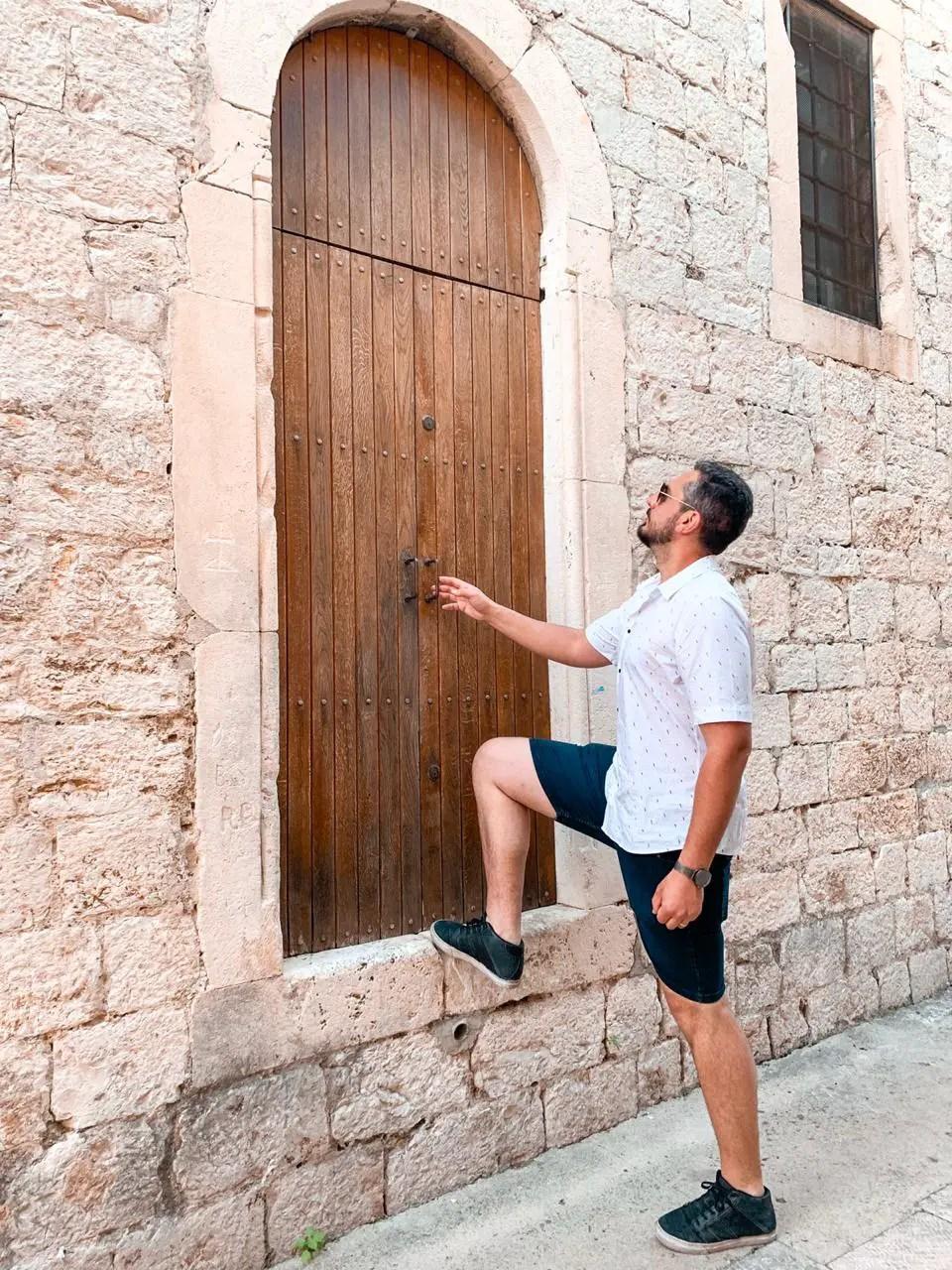 Hombre puerta Sibenik