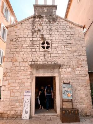 Iglesia + tienda de souvenirs