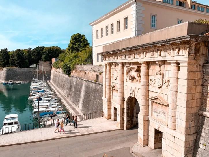 La Puerta de Terraferma desde el Parque Helena Zadar