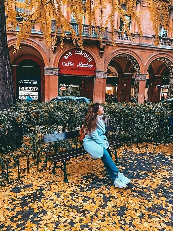 El otoño en una plaza de Bolonia