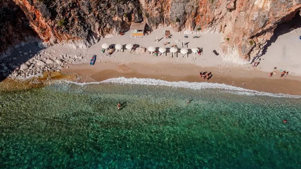 Cave beach solo accesible en barco