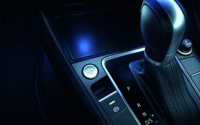 4 COSAS QUE DEBES EVITAR EN UN COCHE AUTOMÁTICO – Vía @VelocidadTotal