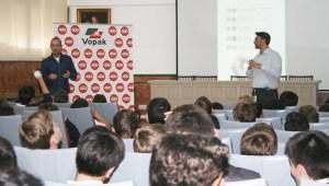 Un momento de la charla en el colegio Montecalpe de Algeciras.