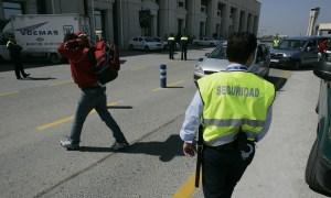 policia local y seguridad privada vigilan y regulan el tráfico en el