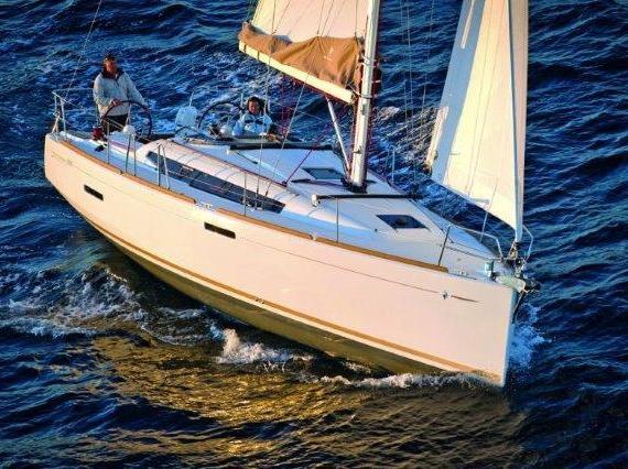 Alquiler de barco en Puerto José Banús Jeannea Sun Odyssey 389
